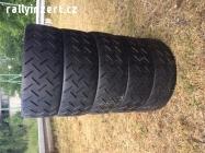 závodní pneu